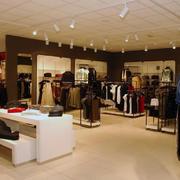 2016现代都市常见连锁小型服装店装修效果图