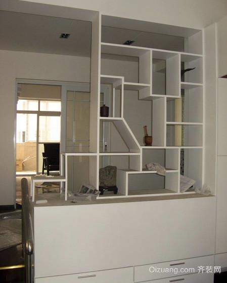 70平米现代简约风格客厅酒柜隔断装修效果图