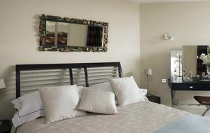 现代简约风格卧室床头装饰