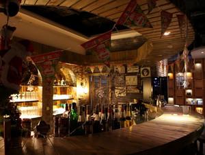 大型复古风格时尚酒吧装修效果图