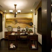 中式暖色系书房书桌装饰