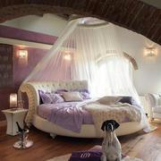 混搭风格卧室床饰装饰