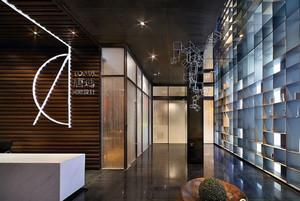 国际化的伦敦时尚办公室前台装修设计图