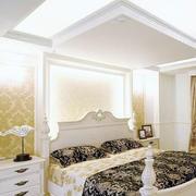 欧式白色系床头柜装饰