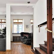 大型原木楼梯装饰设计