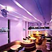紫色调酒吧装修图片