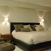 139平米卧室床头壁灯效果图片