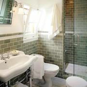 三居室精致型卫生间毛巾架图片