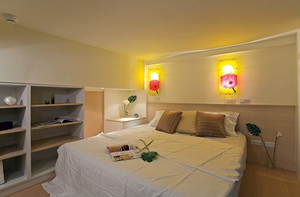 大户型暖色调床头壁灯效果图片