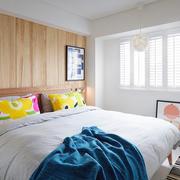 2居室简约精致沙发背景墙效果图