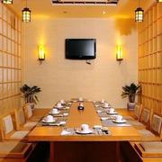 日式简约风格餐厅包间榻榻米装修效果图