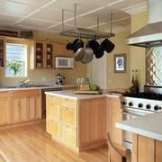 木屋别墅现代化原木材料整体厨房装修效果图