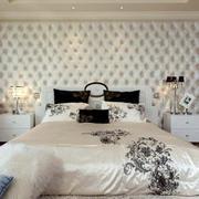 白色系内敛卧室背景墙装饰