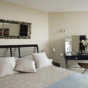 120平米深色调卧室装修效果图