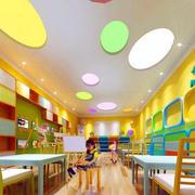 幼儿园明亮色置物柜装饰