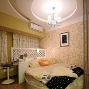 小户型卧室印花背景墙装饰