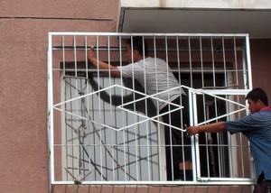 居民楼自然风格不锈钢新型防盗窗效果图