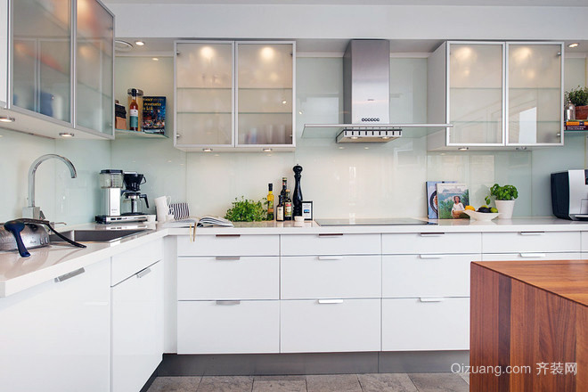 2016欧式开放式小户家庭厨房装修效果图