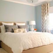 小户型卧室浅色装饰