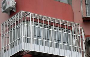 80平米创意不锈钢新型防盗窗效果图