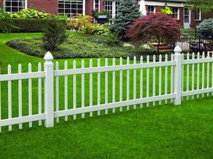 美式简约风格别墅庭院栅栏装修效果图