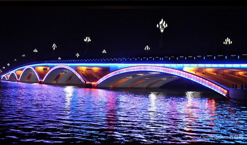 城市炫丽拱形桥led灯带装修效果图