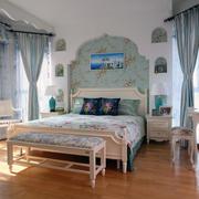 精致的卧室背景墙造型图