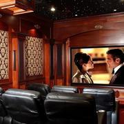 50平米深色调家庭影院装修效果图