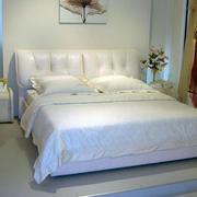 小洋房现代简约风格精致卧室床头柜装修效果图