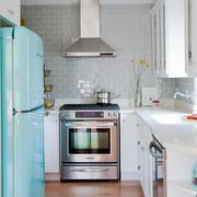 小户型L型厨房装饰