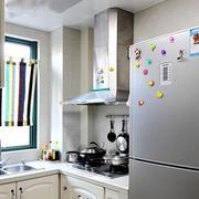 小户型简约厨房通气窗装饰