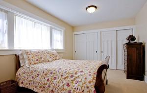 简约美式两室一厅卧室大衣柜效果图
