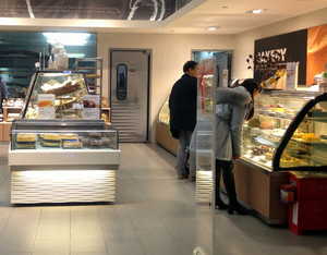 现代简约风格精致休闲食品店装修效果图