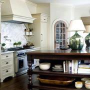 大型别墅欧式厨柜装饰