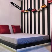 现代化简约卧室榻榻米装饰