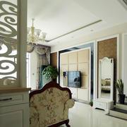 大户型浅色调客厅隔断造型效果图