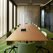 大型会议室原木桌装饰