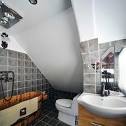 现代简约风格斜顶阁楼卫生间装修效果图