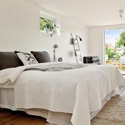 小户型卧室床饰装饰