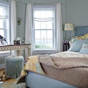 小户型卧室飘窗装饰