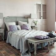 小户型卧室北欧风格床头柜装饰