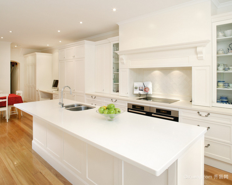 2016经典的欧式大户型厨房装修设计效果图
