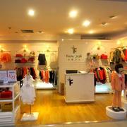 时尚温暖现代商场童装店面装修效果图