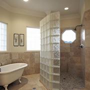 简欧别墅个性卫生间玻璃砖隔墙效果图