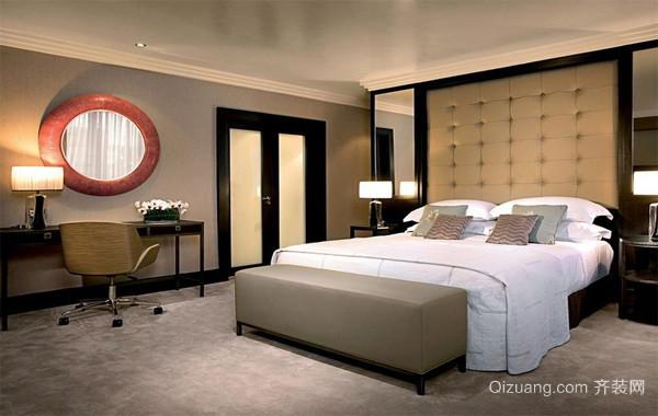 精致的欧式大户型卧室床头背景墙装修效果图