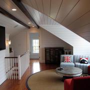 现代化斜顶阁楼小客厅装修设计效果图