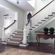 纯白色调楼梯造型图