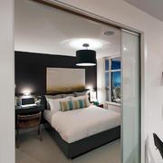 北欧式小公寓卧室推拉门效果图