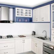 纯洁白色厨房厨柜