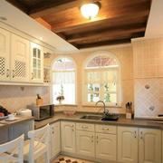 温馨大厨房厨柜欣赏